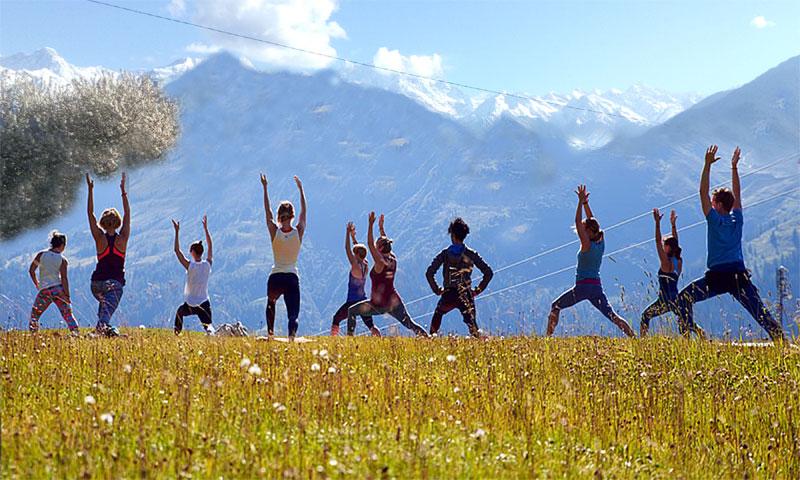 yoga retreat in himalayas